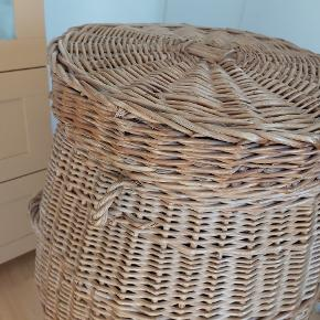 Retro flettet vasketøjskurv, brugsspor, men i god stand H 80 cm B 47 cm