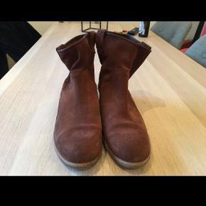 #30dayssellout  Fede støvletter fra Mentor sælges da jeg ikke får dem brugt. Kun brugt 2 gange.   Nypris 1400,-