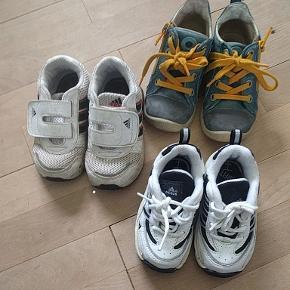 Adidas og Ecco. Der står str 23 i Adidas skoene, men de er små.
