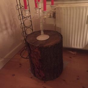 Stor tyk træstub skulle have været brugt til at lave en lampe af men fik ikke tid.