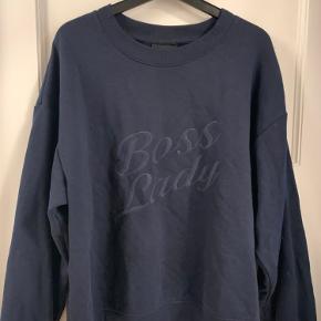 Fin sweatshirt fra Monki