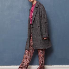Fantastisk lækker frakke, loosefit og så lækker. Aldrig brugt og stadig med mærke.  Nypris:6000 Mindstepris: 2400pp via mobilepay eller 2465 via trendsales (hvor fragt er gratis i februar)