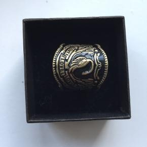 H&M ring
