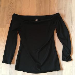 Sort bluse fra Gina Tricot. Str S. 20kr. Ishøj.