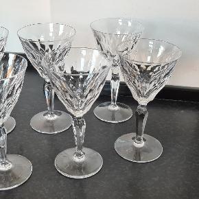 6 vinglas i krystalglas. I rigtig fin stand, uden skår.