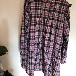 Fin kjole fra envii som kun er prøvet på og vasket 1 gang
