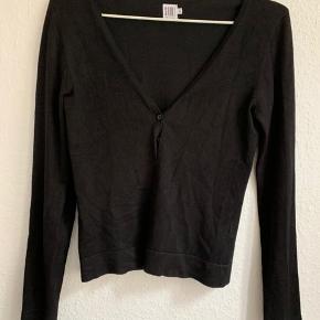 Lækker sort cardigan fra Saint Tropez. Dejlig varm men stadig fin til evt kjole.