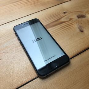 Sælger min iPhone 6S da jeg har købt ny telefon. Den er ca. 2 år gammel, så har derfor brugsridser men ingen dybe ridser. Batterilevetiden er ikke som den har været, da telefonen jo er brugt. Hjem-knappen er for nyligt gået i stykker, men ellers virker den som den skal. Byd gerne Kan afhentes nær Slagelse eller på Nørrebro  Kan sendes hvis køber betaler porto