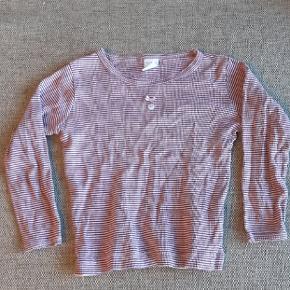 Næsten som ny bluse fra Petit Bateau. Kig endelig forbi mine andre annoncer.  Kan hentes på Amager eller sendes mod betaling