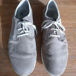 Clark's suede sko I str. 43,5, bruger normalt 44 og de fitter fint. Mp 275