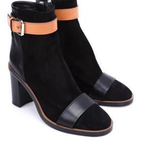 Fineste Isabel Marant støvler Model Illusion Shoes Fin stand, kun brugt 10-15 gange Nypris 6395 Vil gerne have omkring 2000 kr for dem.