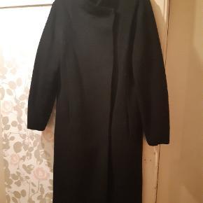 Rigtig fin klassisk uld frakke. Nypris 799.