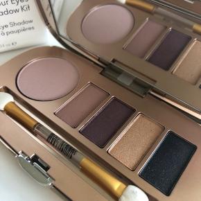 Jane Iredale Eye Shadow Kit Farve: Smoke gets in your eyes Smuk øjenskygge palette  Aldrig brugt  Nypris 430,-