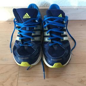 HejSælger de her Adidas sko da jeg ikke for dem brugt De er str 43 1/3 Cond 7-10 Mp 150 Bin 200