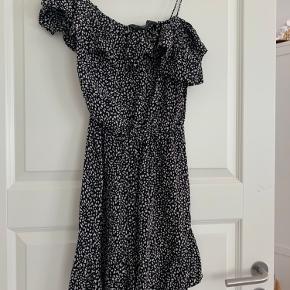 Designers kjole   Super flot mønster  - kan passes af en xs/s  - brugt en gang  - pris til forhandling
