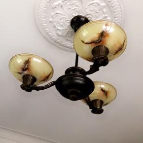 Lampe fra 30erne Messing og glas Fejler absolut intet!!! Skal afhentes.