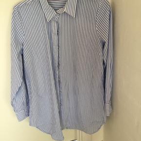 Frisk blåstribet skjorte fra Soulmate str large bryst 110cm Længde 68 Brugt 2-3 gange