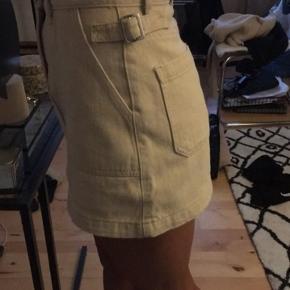 Missguided beige cargo nederdel str 34 aldrig  brugt. Ingen bytte