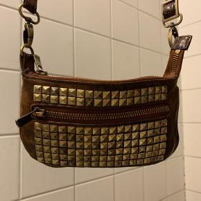 Lille fin taske med nitter fra Inwear