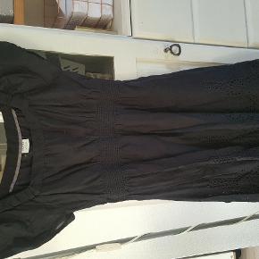 Brand: edc esprit Varetype: Edc ESPRIT kjole. Så fin Farve: sort  Brugt 1 gang i sommers. Så fin og smuk på
