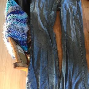 Jeans str 38/34 sælges Køber betalle evt fragt kan osse hente sel ved ravnholt betalle via ts mobil pay eller bank overførsel