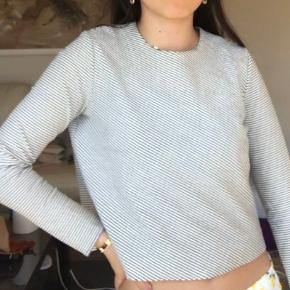 Fin og simpel stribet Zara bluse 🌸🌸  Str M men passer fint en S også