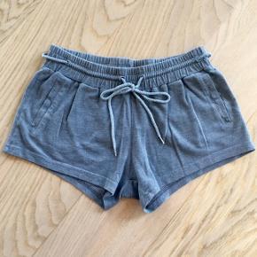 Lækre bløde Samsøe & Samsøe shorts i grå str. S/M tænker omkring 150 kr.👖