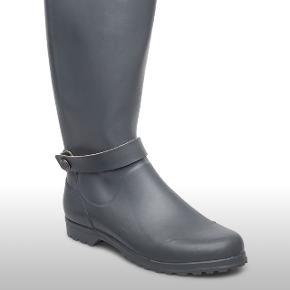 Helt nye wellington gummistøvler fra Rosemunde str.38 (nypris var: 899) mp: 300 kr (farve er militær grøn)