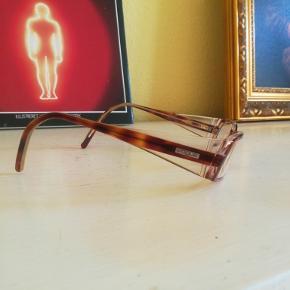 Briller med styrke i 1,5 minus fra mærket VOGUE. Til de lettere nærsynede👀 Fejler ingenting - jeg har blot fået stærkere styrke 👌