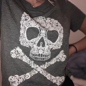 Super sød T-shirt, næsten ikke brugt:)