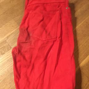 """Straight/bootcut røde jeansEr lidt ødelagt"""""""" bag på Np: ?"""