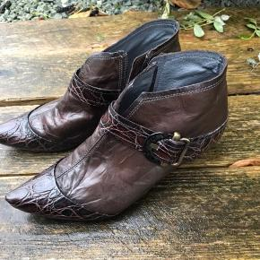 Lækre skind ankel støvler. Brugt en gang.