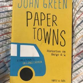 PAPER TOWNS   Bog af John Green.