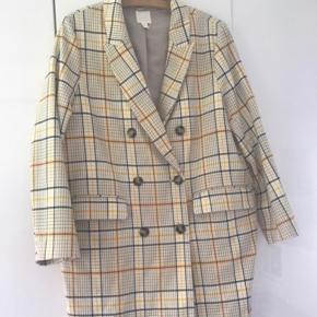 Forårs/sommer frakke. Gulternet. Super fin.  Rummelig i størrelsen (let oversize)
