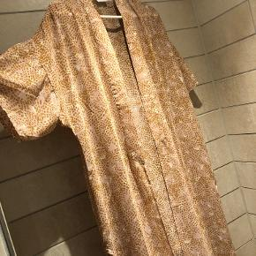 VILA kimono