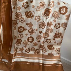 Retro tørklæde Ca 140x140cm