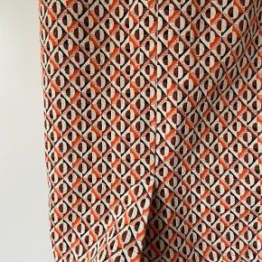 Nederdel fra Zara Trafaluc str L Med lille slids bagpå   Aldrig brugt.  Køber betaler porto.