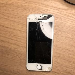 Iphone 5s. Virker som den skal dog er skærmen ret smadret samt bagpå. Fingertouch virker ikke. Kameraet virker. Sælges billigt