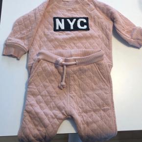 Petit - Sofie Schnoor sæt med trøje og bukser. Str. 62 Aldrig brugt, kun vasket 🙈 BYD gerne ☺️