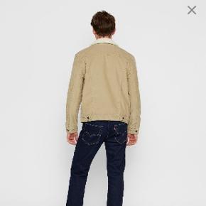 Størrelse M Levis jakke  Nypris: 1299 kr.