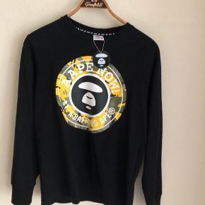Sælger min vildt fede aape/bape sweater da den ikke er lige mig fitter small- medium