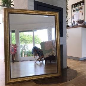 Smukt spejl der måler 80x100. Det er ca. 12 år gammelt og kan ikke huske om det er fra ilva eller IKEA!