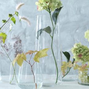 2 stk Beräkna vaser. 45 cm høje. Brugt til buketter til pynt i kirken til vores bryllup tilbage i juli. 1 for 60, begge for 100.  #bryllup #borddækning #bryllupspynt #bryllupsdekoration