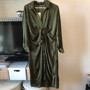 5aba7267e877 Sælger den smukke helt nye kjole fra Zara  -)
