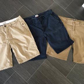Super udsalg.... Jeg har ryddet ud i klædeskabet og fundet en masse flotte ting som sælges billigt, finder du flere ting, giver jeg gerne et godt tilbud..............  3 par super fine Hilfinger shorts 250 kr pr par eller alle 3 par for 600 kr. Sendes med Coolrunner .