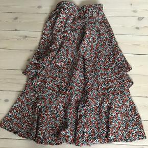 Envii blomster nederdel i fin stand.