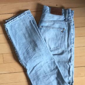 Mærke mom jeans i utrolig god stand. Skriv endelig for mere info :)