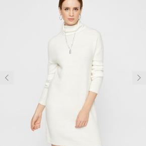 Super fin strik kjole fra H&M. Brugt en gang. Fejler intet.  Fitter en xs&small