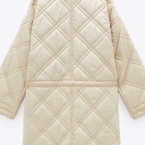 Sælger denne fine overgangsjakke, da det desværre var et fejlkøb.   Brugt få gange og findes stadig i butikkerne til 699 kr.   Mp 500 😊