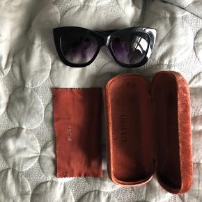 Ganni solbriller med case og pudseklud 💛 #GøhlerSellout